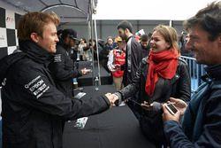 Nico Rosberg, Mercedes AMG F1 avec une fan