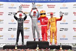Podium: race winner Will Power, Team Penske Chevrolet, second place Simon Pagenaud, Team Penske Chev