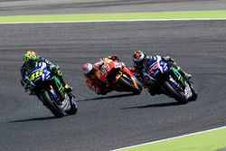 Valentino Rossi, Yamaha Factory Racing, dépasse Jorge Lorenzo, Yamaha Factory Racing