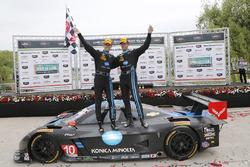 Ganador de la carrera Ricky Taylor, Jordan Taylor, Wayne Taylor Racing Chevrolet Corvette DP