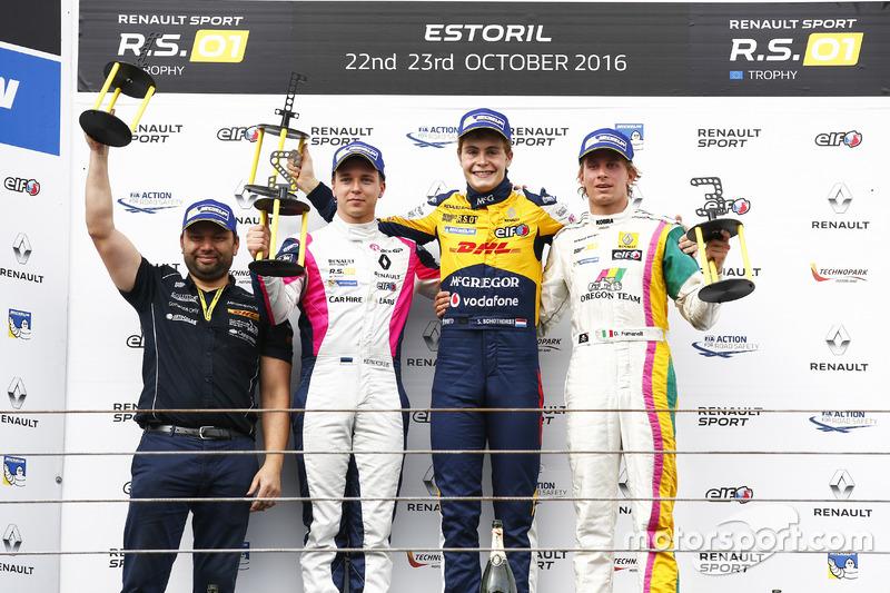 Podium: Sieger #19 Equipe Verschuur, Renault RS01: Steijn Schothorst; 2. #3 R-ace GP Racing, Renault