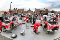 Assistance : Kris Meeke, Paul Nagle, Citroën DS3 WRC, Abu Dhabi Total World Rally Team; Craig Breen, Scott Martin, Citroën DS3 WRC, Abu Dhabi Total World Rally Team