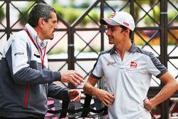 Günther Steiner, Team Principal Haas F1 Team avec Esteban Gutiérrez, Haas F1 Team