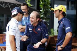 (L to R): Felipe Massa, Williams with Joseph Lieberer, Sauber Physio and Felipe Nasr, Sauber F1 Team