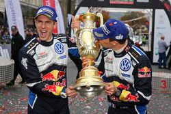 Winners Sébastien Ogier, Julien Ingrassia, Volkswagen Polo WRC, Volkswagen Motorsport with the troph
