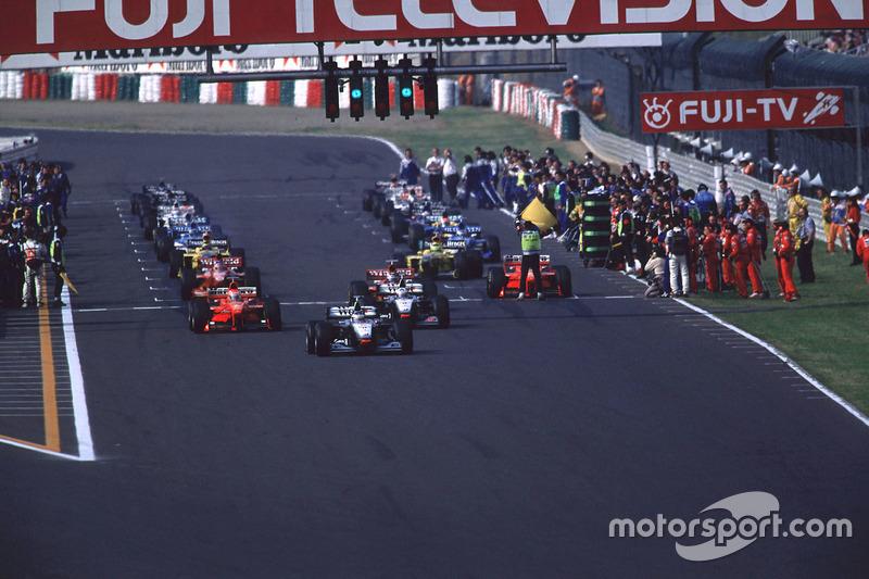Michael Schumacher, Ferrari, est contraint de partir du fond de grille