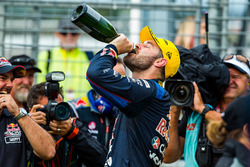 Second place Shane van Gisbergen, Triple Eight Race Engineering Holden