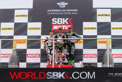 Podio : il vincitore Kenan Sofuoglu, Kawasaki Puccetti Racing, il secondo PJ Jacobsen, Honda World S