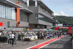 Atmosphere in pitlane