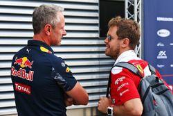Jonathan Wheatley, Red Bull Racing Team Manager con Sebastian Vettel, Ferrari