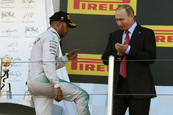 Podium : le deuxième, Lewis Hamilton, Mercedes AMG F1 Team
