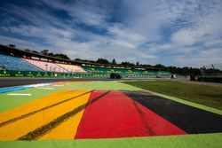 Un drapeau allemand peint sur le circuit