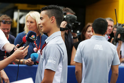 Pascal Wehrlein, Manor Racing et Rio Haryanto, Manor Racing avec les médias
