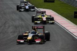 Antonio Giovinazzi, PREMA Racing devant Mitch Evans, Pertamina Campos Racing