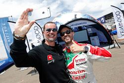 Джеймс Томпсон, All-Inkl Motorsport, Chevrolet RML Cruze TC1 и Тьягу Монтейру, Honda Racing Team JAS