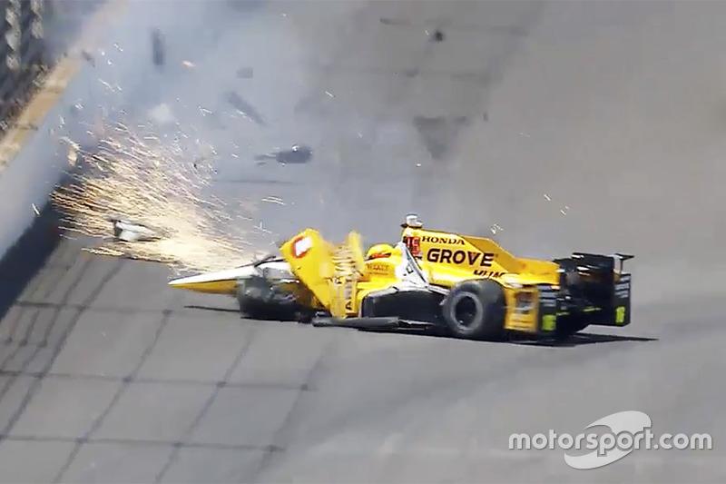 Crash: Spencer Pigot sprüht Funken