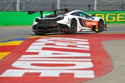 #59 McLaren 650S GT3: Jonathan Webb, Grant Denyer