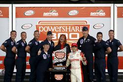 Race winnaar: Chase Elliott, JR Motorsports Chevrolet met piloten Thunderbirds