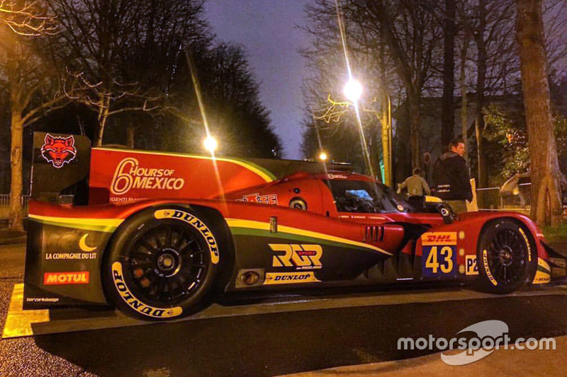 RGR Sport by Morand Ligier JS P2 en exhibición en las calles de París