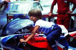 Валентино Росси на мотоцикле отца