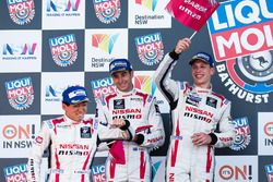 Podium : les deuxièmes, Rick Kelly, Katsumasa Chiyo, Florian Strauss, Nissan Motorsports