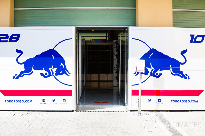 Garages of Pierre Gasly, Scuderia Toro Rosso and Brendan Hartley, Scuderia Toro Rosso