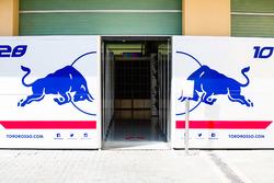 Garages of Pierre Gasly, Scuderia Toro Rosso and Brendan Hartley, Scuderia Toro Rosso