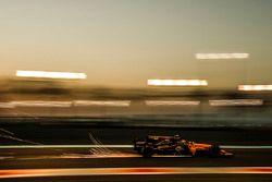 Carlos Sainz Jr., Renault Sport F1 Team RS17 sparks
