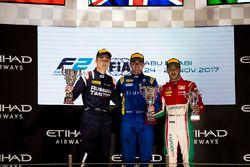Подиум: победитель Оливер Роуленд, DAMS, второе место – Артем Маркелов, RUSSIAN TIME, третье место – Антонио Фуоко, PREMA Powerteam