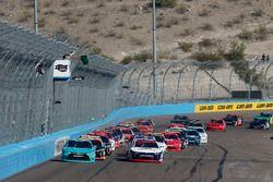 Start: Erik Jones, Joe Gibbs Racing Toyota, William Byron, JR Motorsports Chevrolet