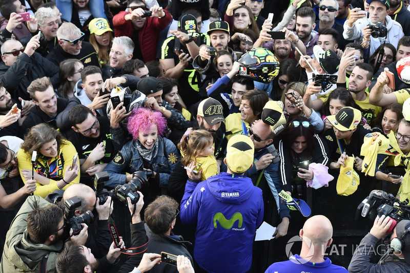 Valentino Rossi, Yamaha Factory Racing con sus fans