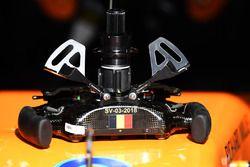 Dettaglio del volante della McLaren MCL33
