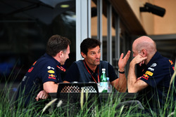 Christian Horner, director del equipo Red Bull Racing, Mark Webber, y Adrian Newey, Red Bull Racing