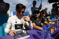 Alex Lynn, DS Virgin Racing, Mitch Evans, Jaguar Racing, signs autographs for fans