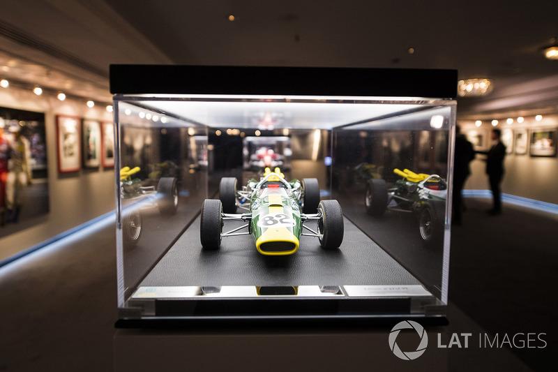 Un modelo del Lotus de Jim Clark con el que compitió en Indianapolis.