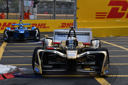 Andre Lotterer, Techeetah, precede Nicolas Prost, Renault e.Dams