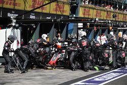 Romain Grosjean, Haas F1 Team VF-18 pitstop