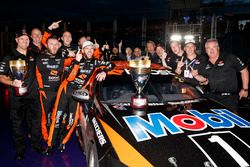 Scott Pye, Walkinshaw Andretti United Holden celebrate with the team