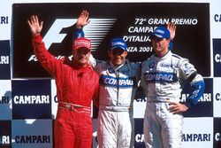 Podium : Rubens Barrichello, Ferrari, second; Juan Pablo Montoya, Williams, vainqueur ; Ralf Schumacher, Williams, troisième
