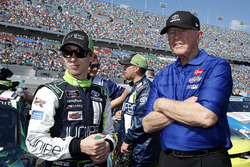 Brandon Jones, Joe Gibbs Racing, Juniper Toyota Camry con il proprietario del team Coach Joe Gibbs