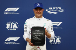 Pole sitter Valtteri Bottas, Mercedes AMG F1, poses with the Pirelli pole position award