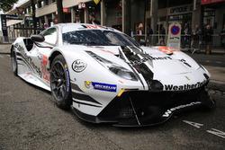 Автомобиль Ferrari 488 GTE (№84) команды JMW Motorsport
