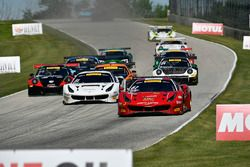 #61 R. Ferri Motorsport Ferrari 488 GT3: Toni Vilander, #31 TR3 Racing Ferrari 488 GT3: Daniel Mancinelli