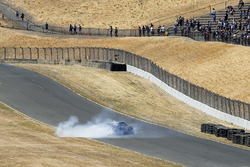 Martin Truex Jr., Furniture Row Racing, Toyota Camry 5-hour ENERGY/Bass Pro Shops, festeggia la vittoria con un burnout