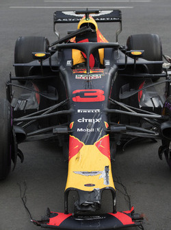 La monoposto incidentata di Max Verstappen, Red Bull Racing