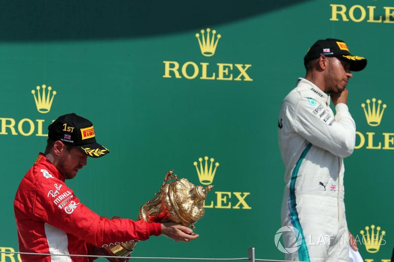 Sebastian Vettel, Ferrari y Lewis Hamilton, Mercedes en el podio