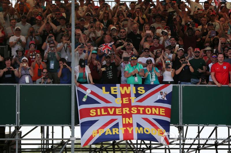 Fans of Lewis Hamilton