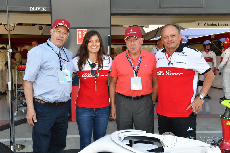 Frederic Vasseur, directeur de Sauber, Tatiana Calderon, pilote d'essais de Sauber avec Oscar Fangio, et Ruben Fangio