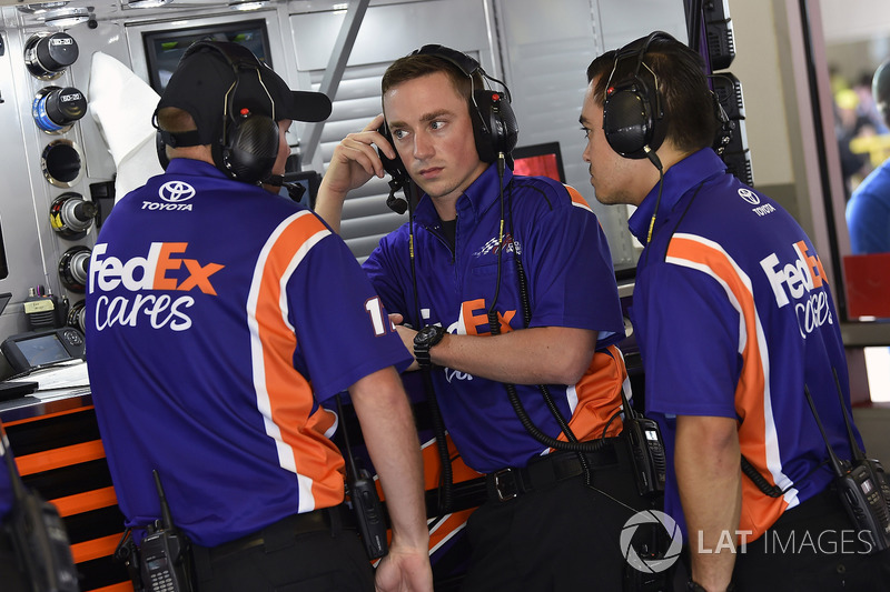 Denny Hamlin, Joe Gibbs Racing, Toyota Camry FedEx Cares crew