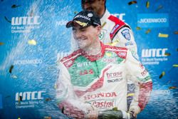 Podium: Race winner Norbert Michelisz, Honda Racing Team JAS, Honda Civic WTCC